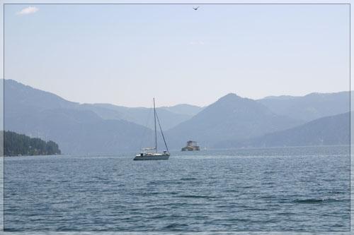 ezere-tarp-kalnu.jpg