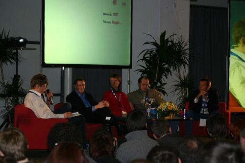 blogin-2008-apskrito-stalo-diskusija1.jpg