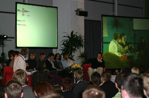blogin-2008-apvalaus-stalo-diskusija.jpg